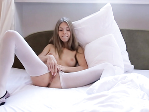 Masturbating Beauty Invites Him To Bed To Play