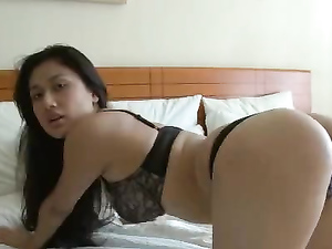 Naked Babe In A Queen Size Bed To Masturbate